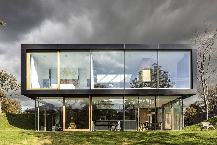 Glass facade of Modern Villa V by Paul de Ruiter Architects