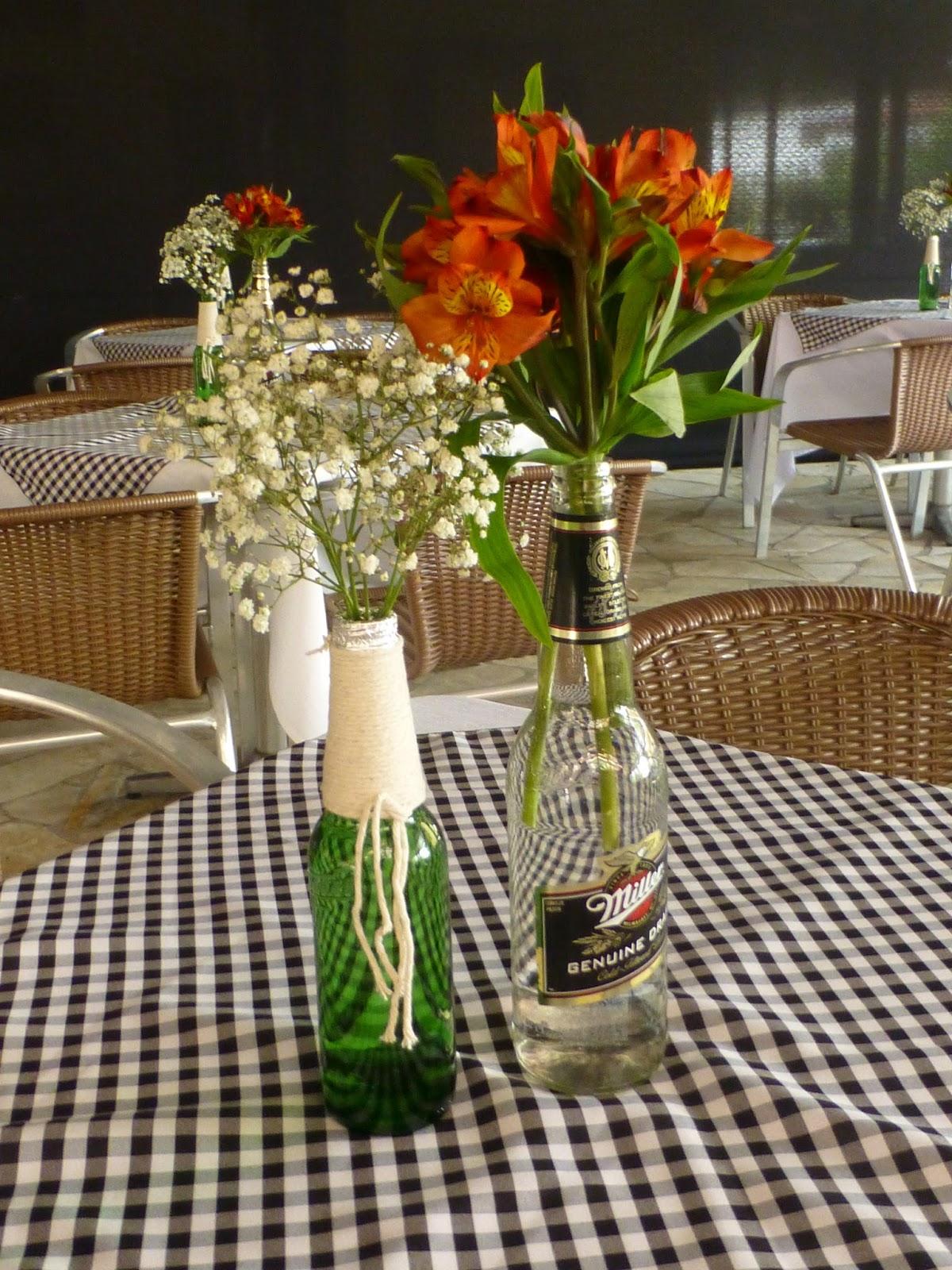 decoracao de um boteco:garrafas recicladas para decoração de mesa Tema Boteco