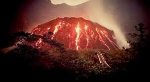 KUMPULAN FOTO LETUSAN GUNUNG KELUD 2014 Gambar Debu Gunung Kelud Meletus Lengkap Terbaru