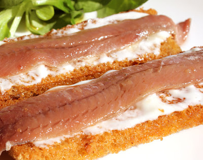 Picatostes con anchoas