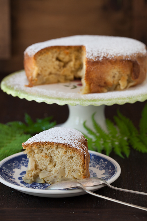 Russian Monday: Sharlotka - Apple Cake at Cooking Melangery