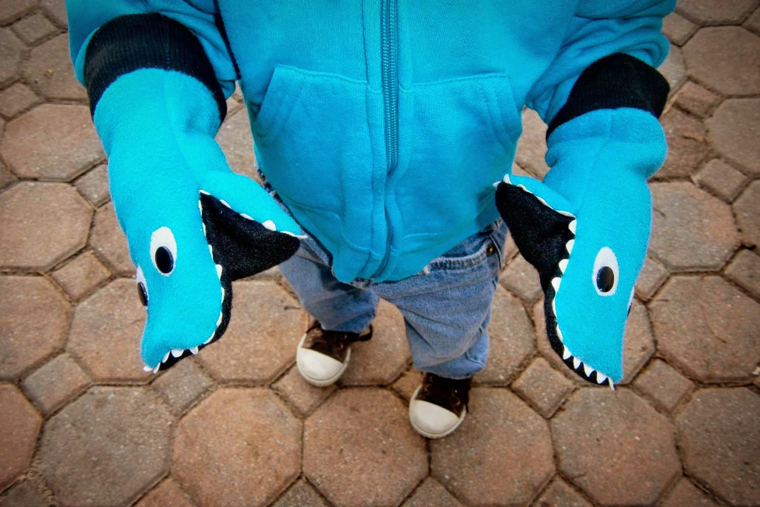 Cool! Shark gloves - from Instructables