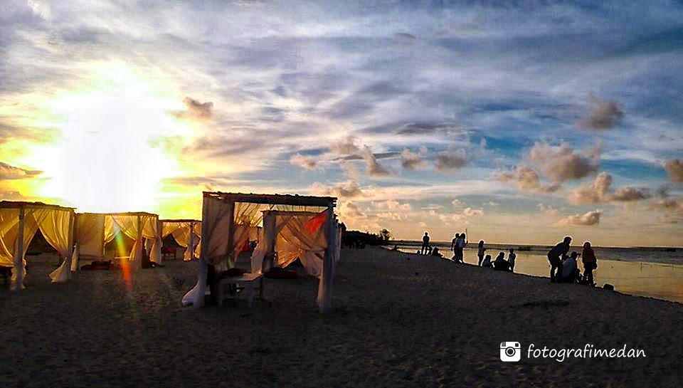 sunset di pantai romantis romance bay fotografi medan