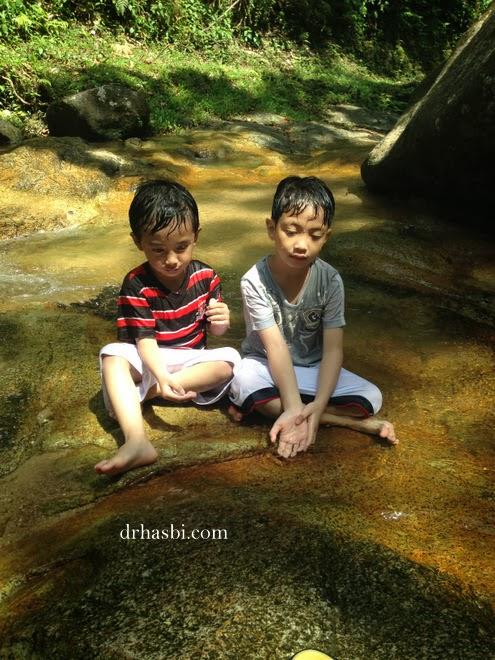 Budak-budak seronok mandi kat FRIM