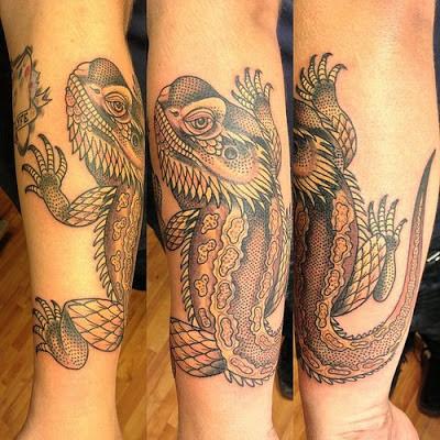Tatuaje de iguana en el antebrazo