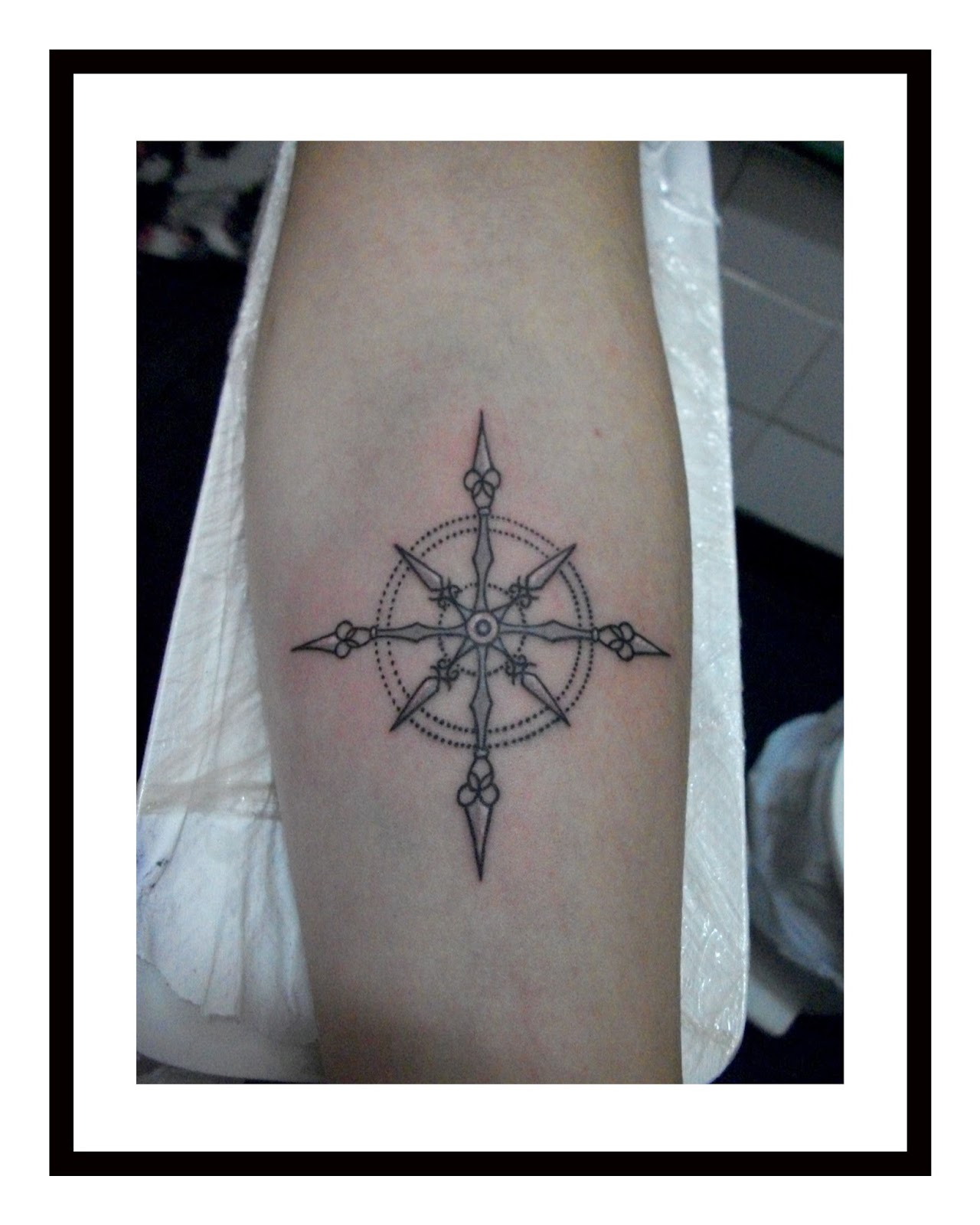 COMPASS-ROSE-TATTOO