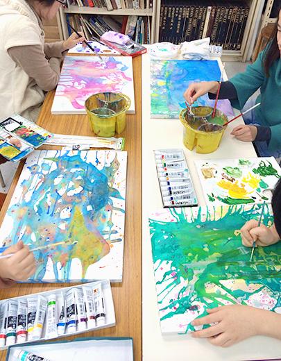 横浜美術学院の中学生教室 美術クラブ 絵の具課題「絵の具のシミから描写しよう!」10