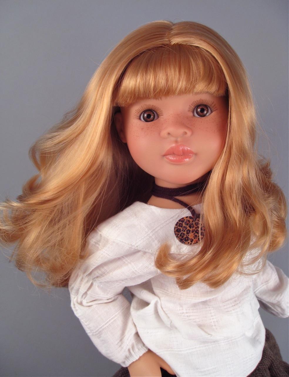 "Paola Reina ""Marta"" doll"