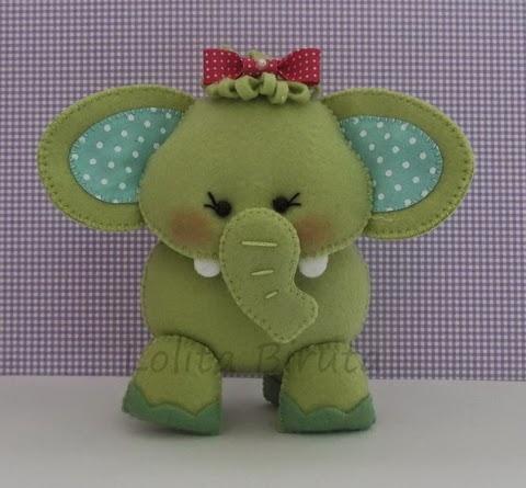 Elefantinho em feltro e tecido para decoração de quarto de bebê
