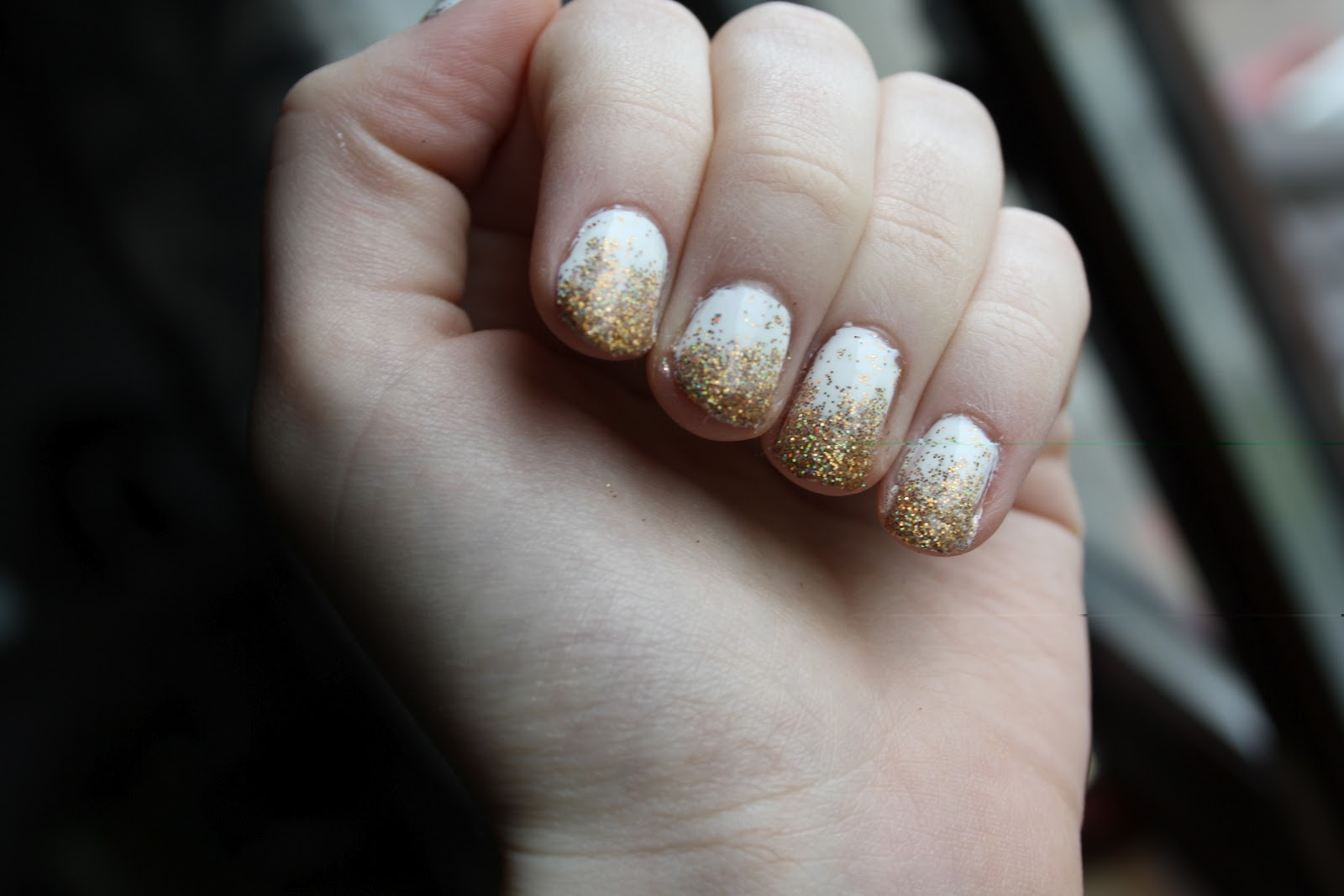 How TO: Glitter Nails | CollegeTimes.com