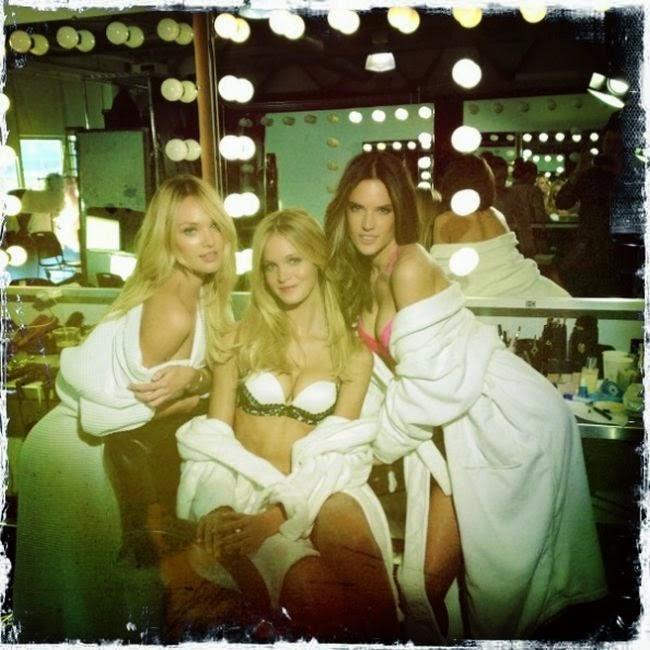 Trio de chicas sexy de Lunes