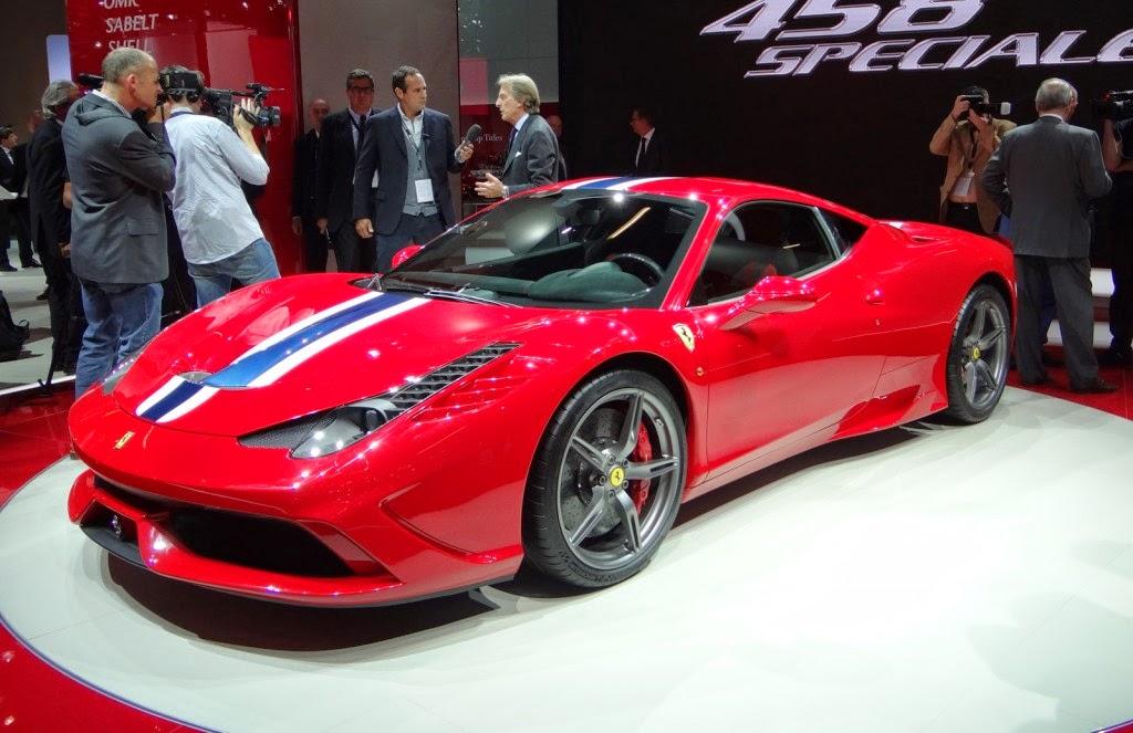 Foto Mobil Sport Mewah Ferrari 458 Speciale