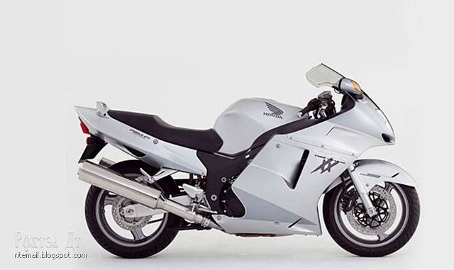 Model CBR 1100 XX manufactured since 1996 and is still in production. Black stritfayter a speed of more than two hundred miles an hour.