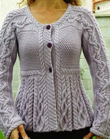 zapinany sweter na drutach