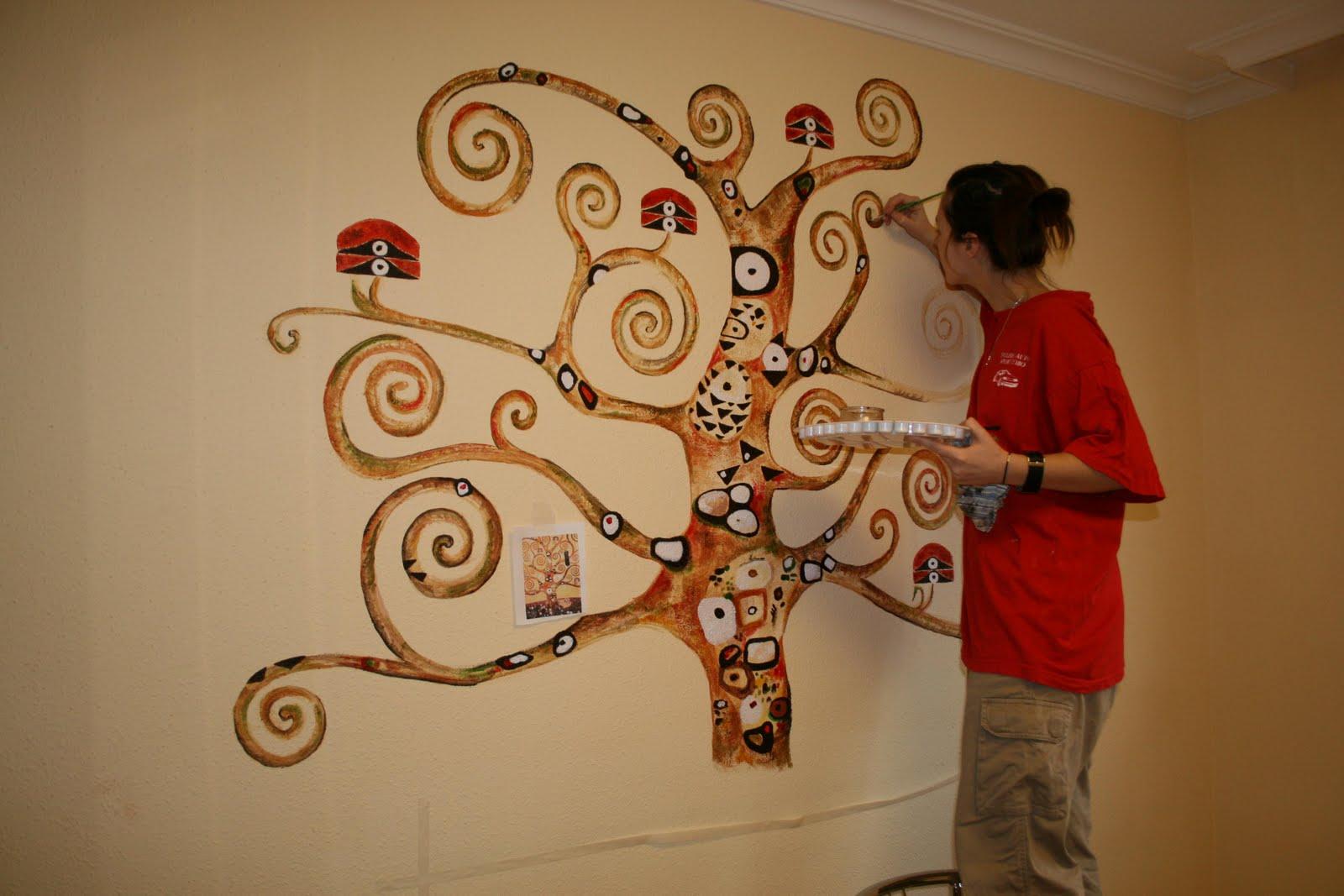Pintura mural arte en pared y murales decorativos en for Mueble que se pone a los pies de la cama