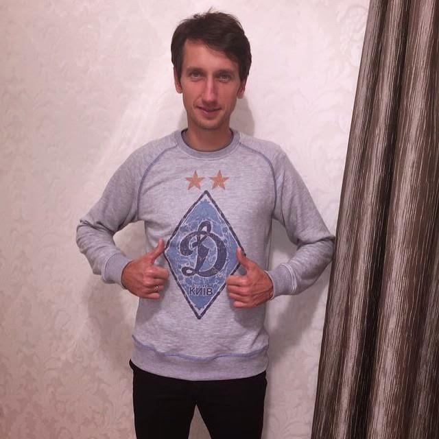 Стаховский Денис Витальевич  болеет за Динамо