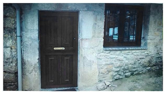 Asturjimat: Puerta aluminio con imitación a madera