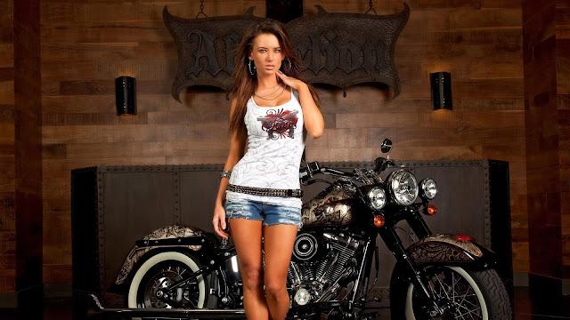 Harley-Davison y una linda chica