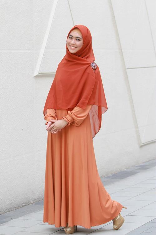 Contoh Baju Muslim Syar'i Oki Setiana Dewi