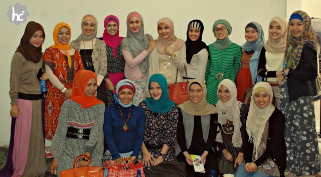 http://3.bp.blogspot.com/-KrE23SF9pP4/TWYL_DrDwnI/AAAAAAAAAJU/FQyDG4kFf1I/s640/Hijabers+Community+-+Noor+G.JPG