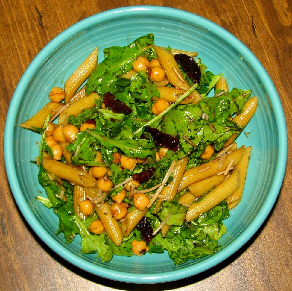 Arugula Salad With Penne, Garbanzo Beans And Sun Dried Tomatoes ...