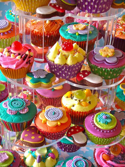 http://3.bp.blogspot.com/-KrWUavuEJCE/UZ3fy2K5rHI/AAAAAAAAJgQ/P_VVSBeyRIM/s1600/colourful_cupcakes.jpg