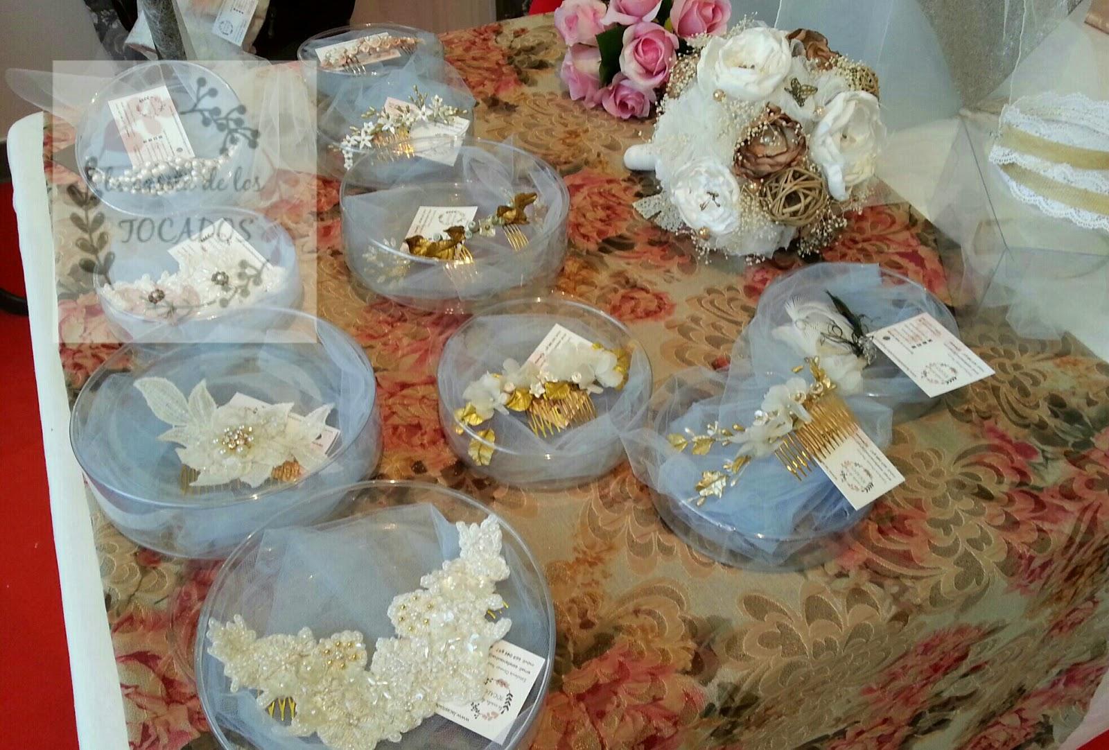 peinetas para novia y tocados de pedrería bordada en guipur