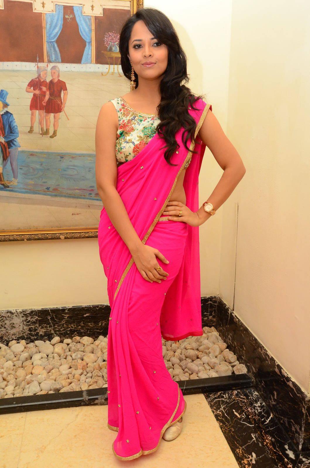 Anusuya New HD Stills In Pink Saree