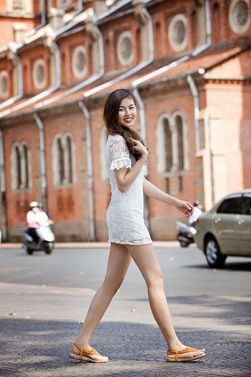 Cô nàng 19 tuổi khoe chân dài trắng nuộc nà