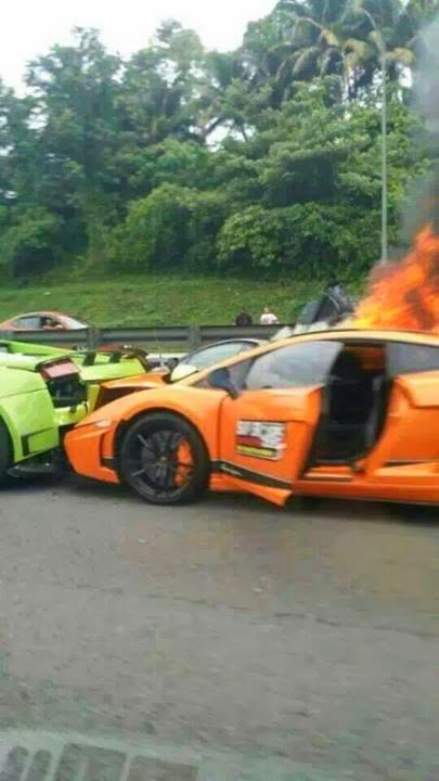 Gambar 3 Buah Lamborghini Eksiden Hangus Terbakar