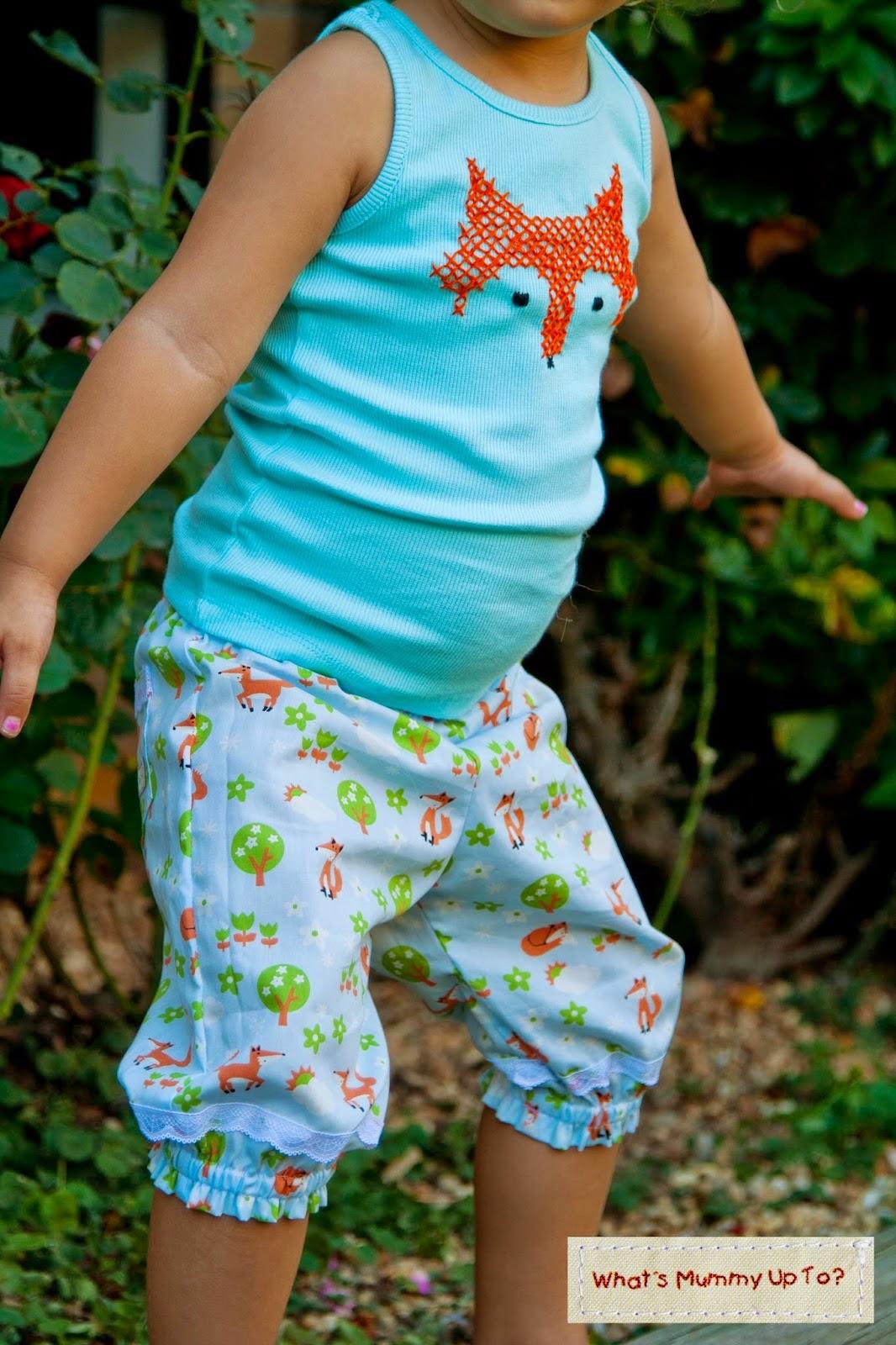 http://www.whatsmummyupto.com/2015/04/free-tutorial-foxy-loxy-lacey-pants.html