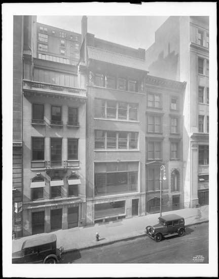 Bevor Dort Der Wolkenkratzer Errichtet Wurde, Fotografierte Man 1927 Diese  Häuser An Den Hausnummern 10, 12 Und 14 East 40th Street: