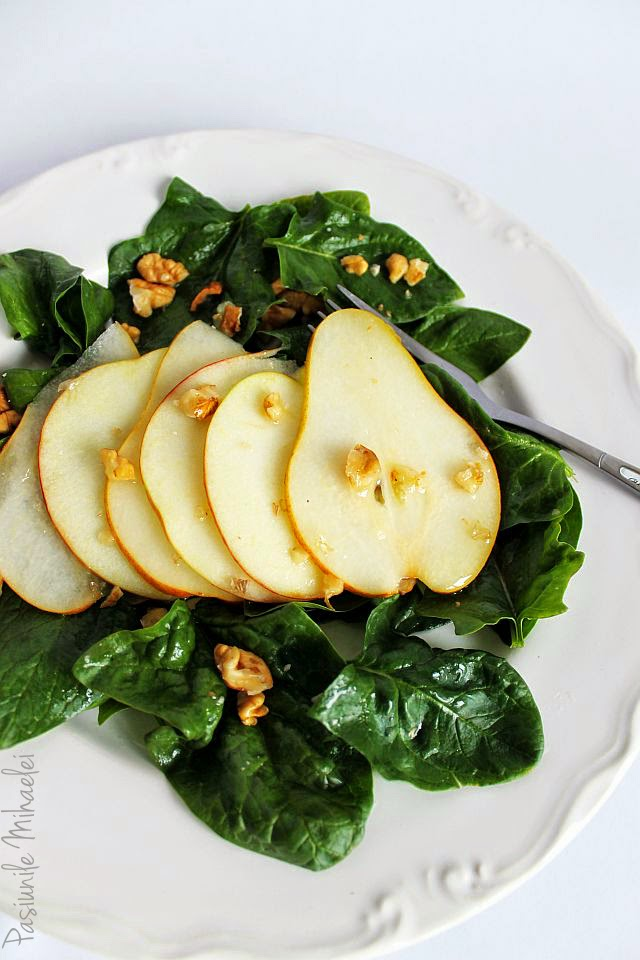 Salata cu spanac, mere, pere si nuci