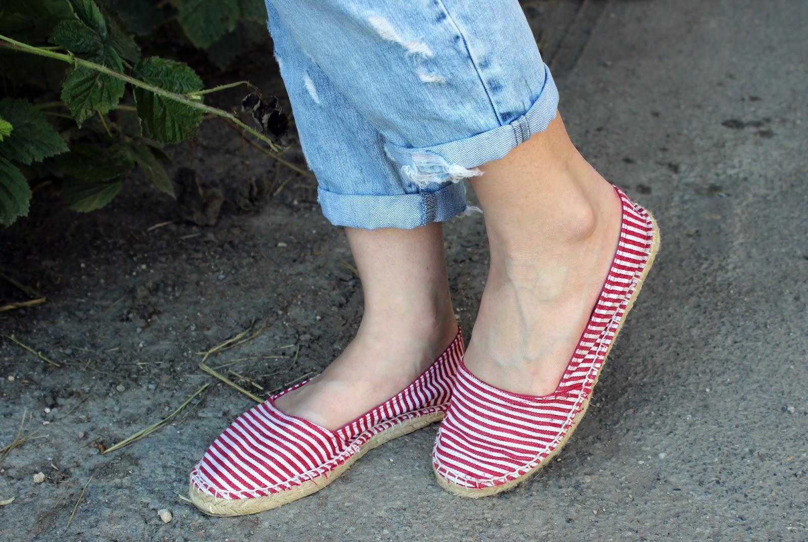 TheBlondeLion Outfit boyfriendjeans stripes Streifen Espadrilles