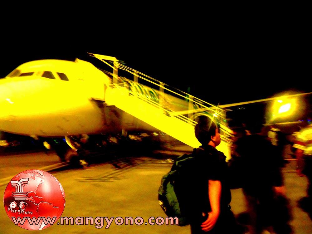 Ini saat mau naik Pesawat Citilink di Bandara Soekarno Hata, Suasana pagi masih Gelap sekitar Jam 5-an.