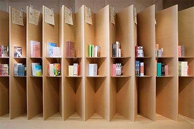 Loja de livros de papelão