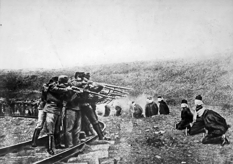 Austro-Hungarian troops executing captured Serbians