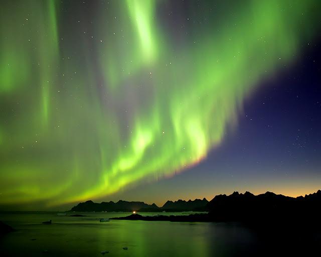 http://3.bp.blogspot.com/-KteGWlNDT8w/TYt99GbJeBI/AAAAAAAAAYU/Vpz9-Yf_Ivc/s1600/aurora.jpg