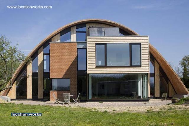 Residencia moderna con techo parabólico en Inglaterra