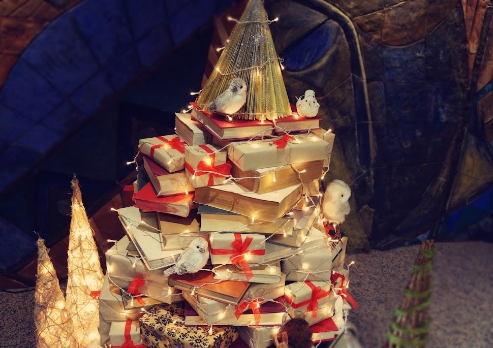 Lelleco Blog: Árbol de Navidad de libros y animalitos