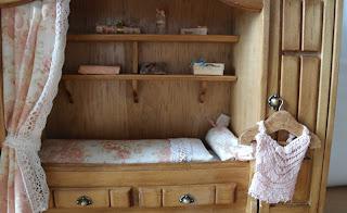 All about dollhouses and miniatures bedstee voor de for Poppenhuis te koop
