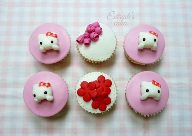 cupcakes de Hello Kitty con fondant - 1