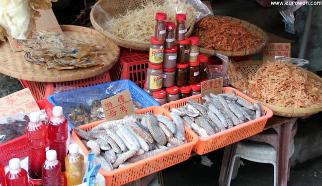 Marisco seco y otros souvenirs para turistas en Hong Kong