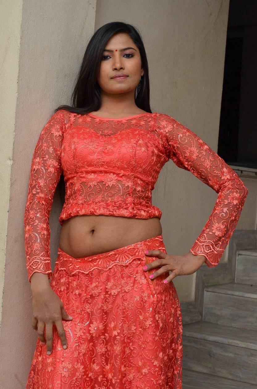 new telugu heroine shilpa big navel show in vetapalem