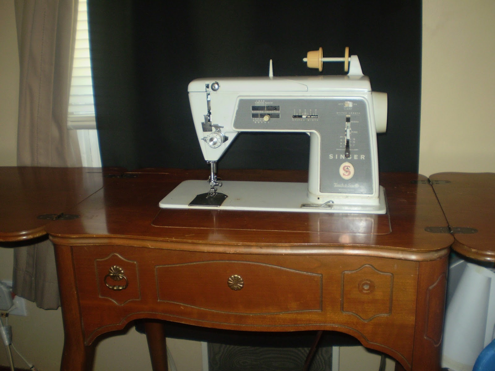 This Is A Singer Touch U0026 Sew 600E. First Thing This Machine Taught Me, Is  That I Didnu0027t Learn My Lesson With The Stylist. I Should Have Gone Home And  Done ...