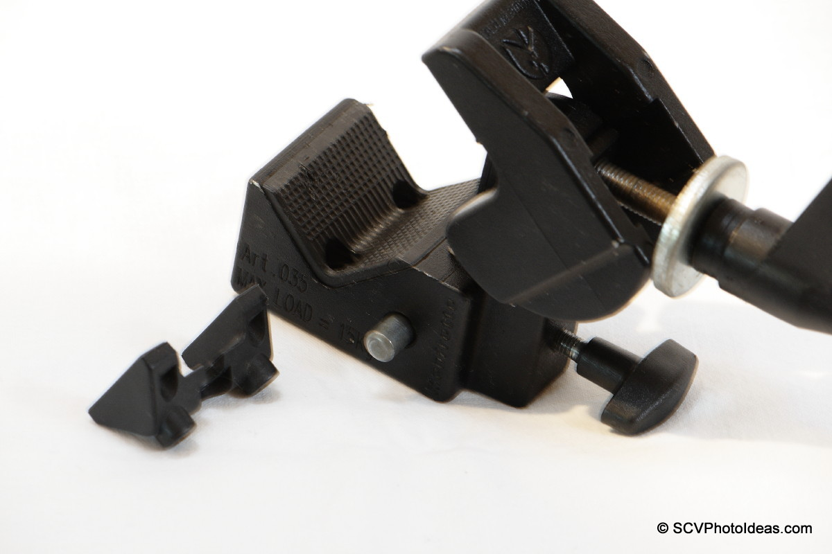 Manfrotto Super Clamp 35 openned - V adapter holes