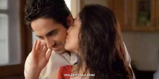 Ayushmann Khurrana and Yami Gautam Kissing in Vicky Donor - (4) - Bollywood Movies Kisses in 2012