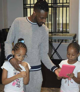 9ice with his twin daughters