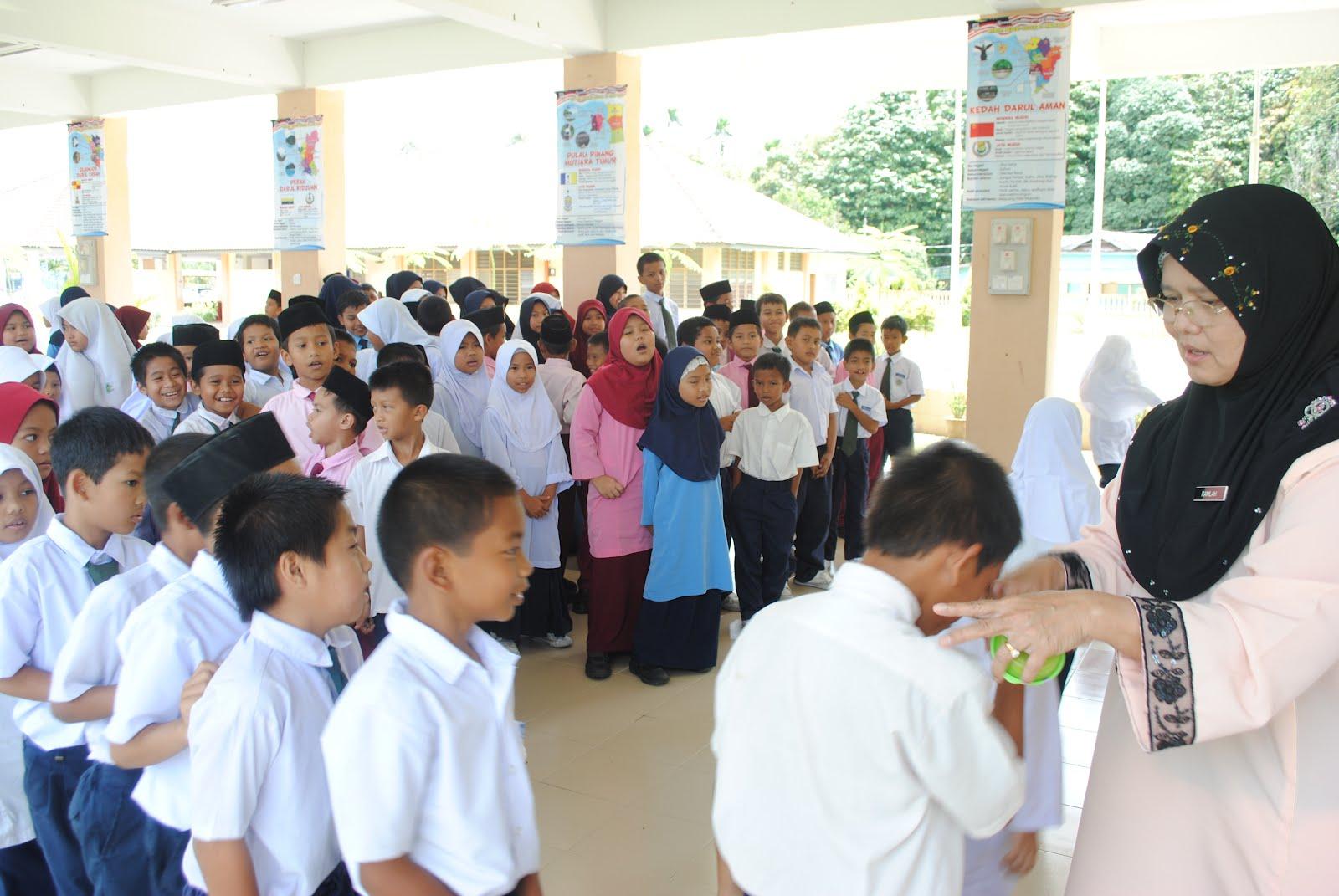 Majlis telah diadakan di Dewan Gemilang SK Dendang sempena pertukaran