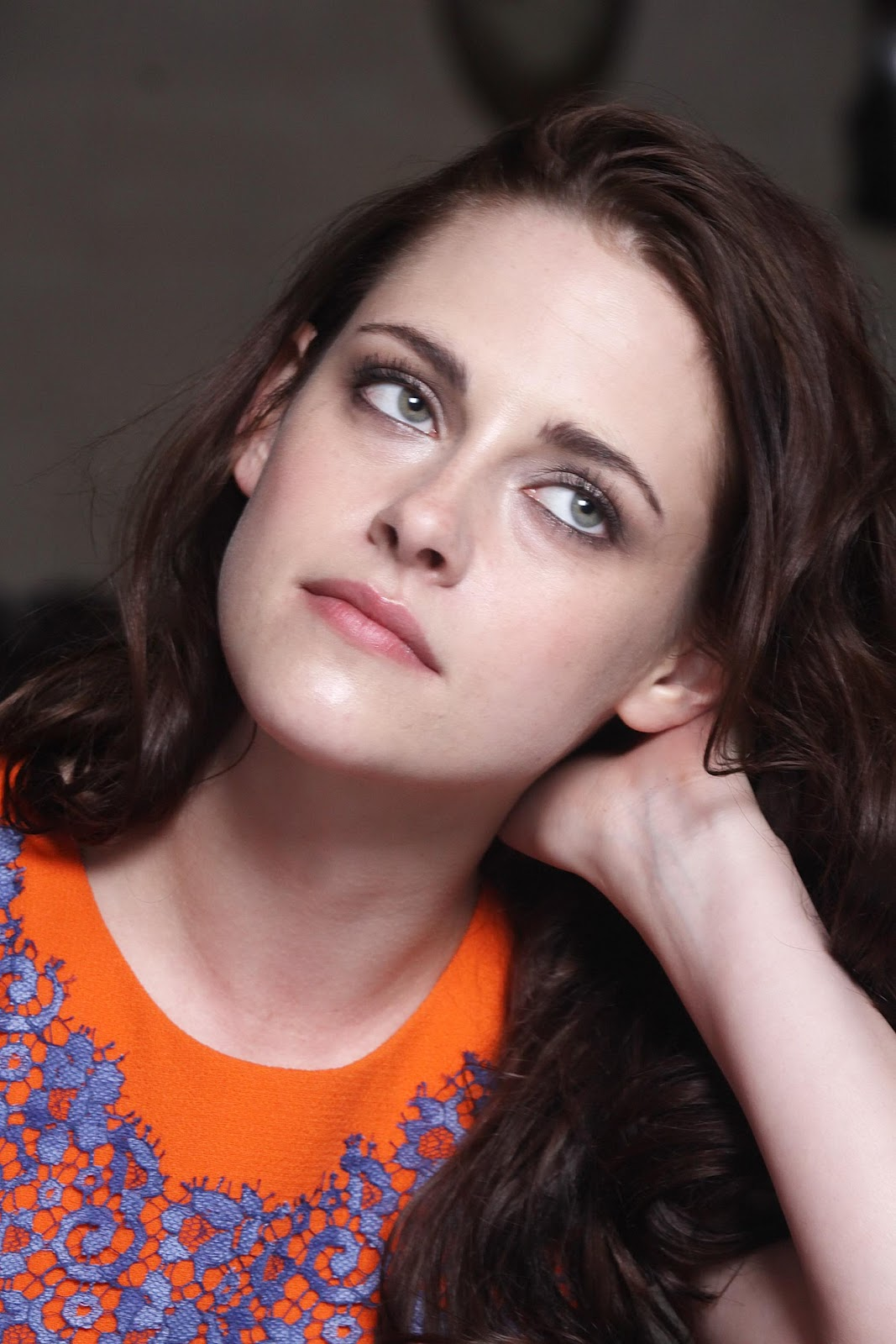 Moda e Amor: Kristen Stewart colourful outing in England
